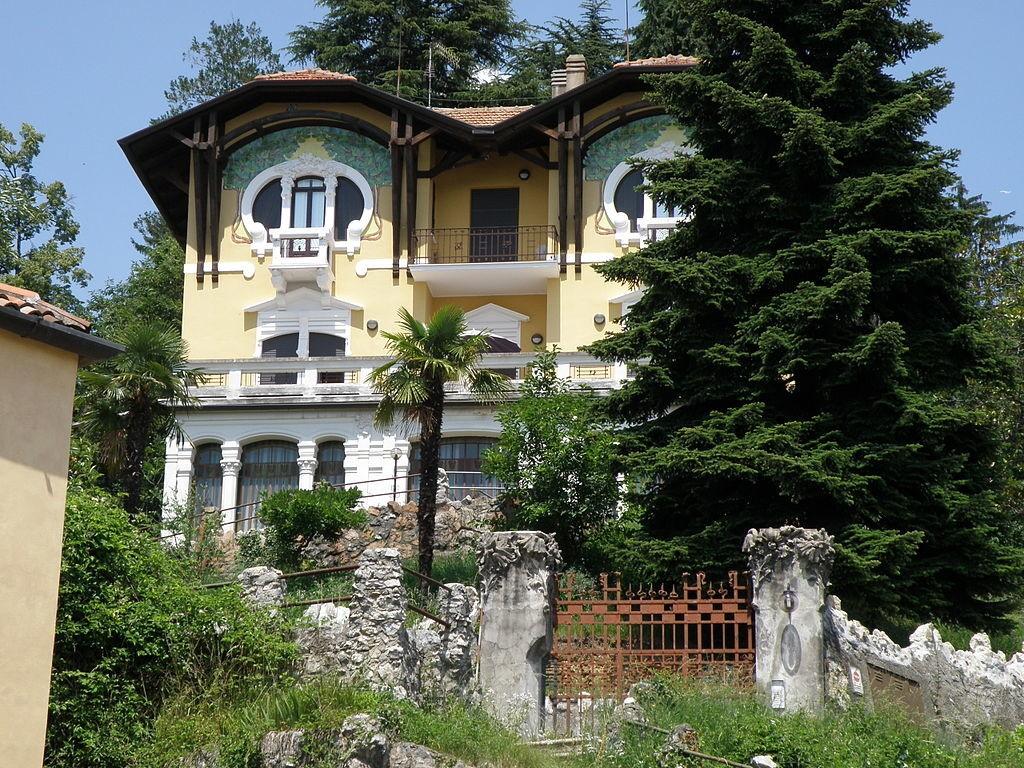 1024px-Villa_Agosteo_Varese-1024x768